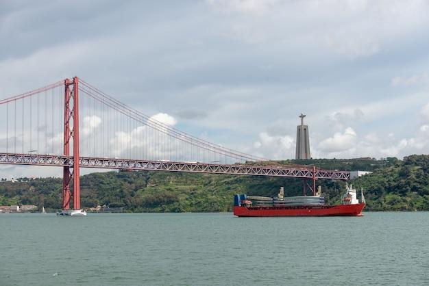 Мост в лиссабоне, португалия