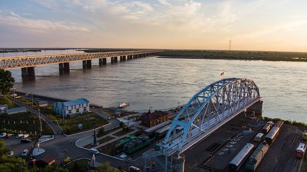 アムール川プロジェクトを渡る歴史的な鉄道橋の橋博物館スパン