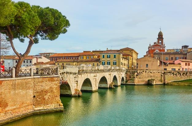 Мост тиберия (понте ди тиберио) в римини, эмилия-романья, италия