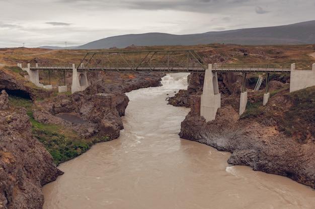 Мост через реку skjalfandafljot в исландии