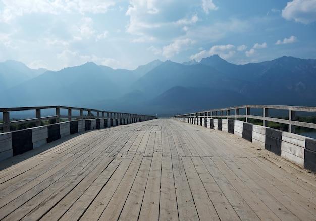 Barguzin 강 위의 다리, barguzin 계곡