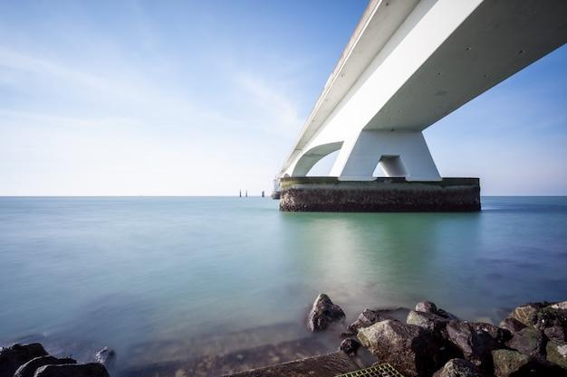 海に架かる橋