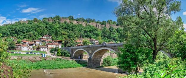ヴェリコタルノヴォ要塞、ブルガリアの近くのヤントラ川に架かる橋