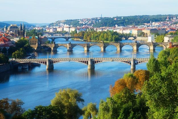 Мосты праги через реку влтава, чехия, тонированные
