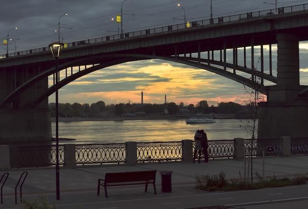ノボシビルスクのオブに架かる橋