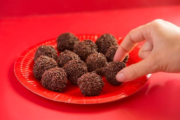 Бригадейро - типичная сладость бразильской гастрономии.