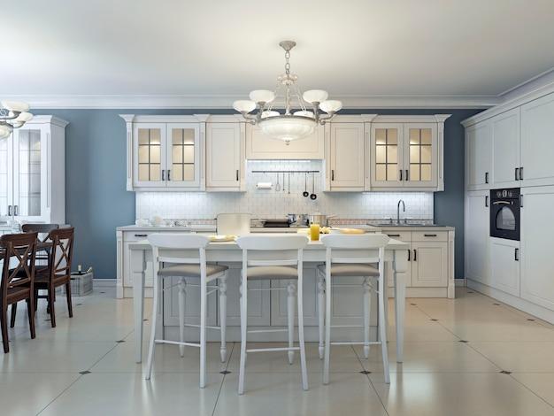 Яркий дизайн кухни в стиле ар-деко с белыми шкафами и мраморными столешницами с белым кирпичным фартуком и стенами темно-синего цвета.