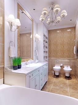 Светлая ванная комната в классическом стиле с большим зеркалом и мозаичной плиткой на стенах бежевого цвета.
