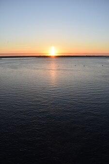 볼가강의 밝고 아름다운 새벽
