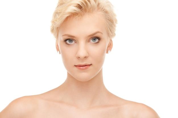 Яркий крупным планом портрет портрет красивой женщины