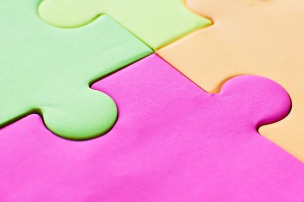 Яркие красочные стикеры для заметок в виде пазлов. красочная головоломка. абстрактный красочный фон