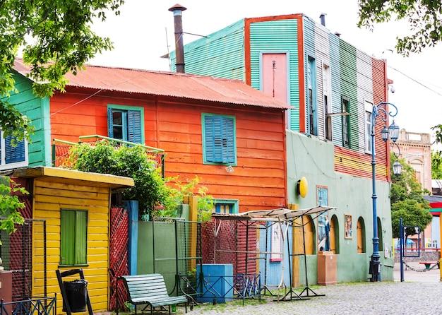 부에노스 아이레스 라 보카 지역의 밝은 색상의 카미니토