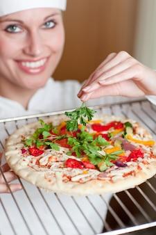 明るい、女性、シェフ、料理、ピザ