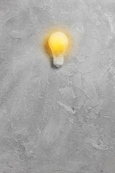 Яркая идея с подсветкой лампочки