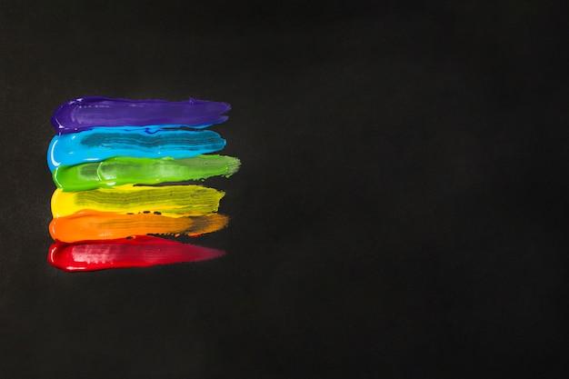 페인트의 밝은 lgbt 색상