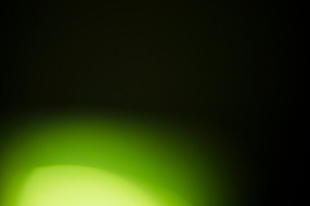 暗い背景に明るい光