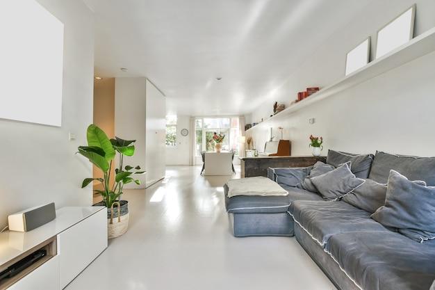 현대 럭셔리 하우스의 밝은 거실