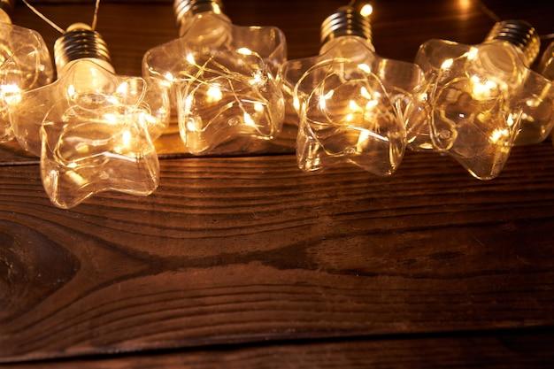 Яркие светящиеся новогодние гирлянды