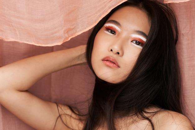 明るい化粧アジアの外観魅力ライフスタイル化粧品スキンケア