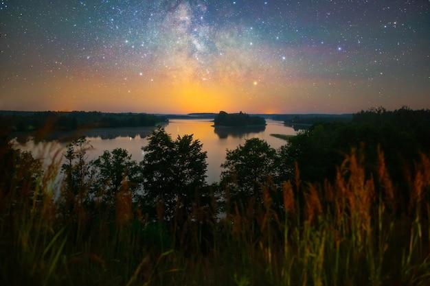 호수 위의 밝은 은하수, 야간 촬영