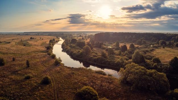 강 snov chernihiv 지역 우크라이나에 밝은 아침