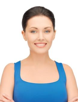 Яркое изображение красивой женщины в повседневной одежде