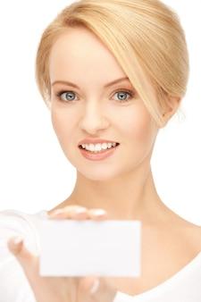 名刺を持つ自信のある女性の明るい写真