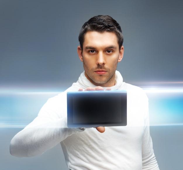 Яркая картина футуристического человека с планшетным пк