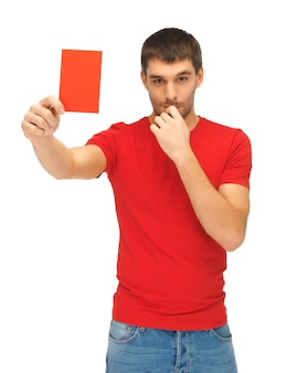 赤いカードを持つハンサムな男の明るい写真。