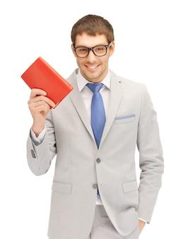 Яркая картина счастливого человека с книгой