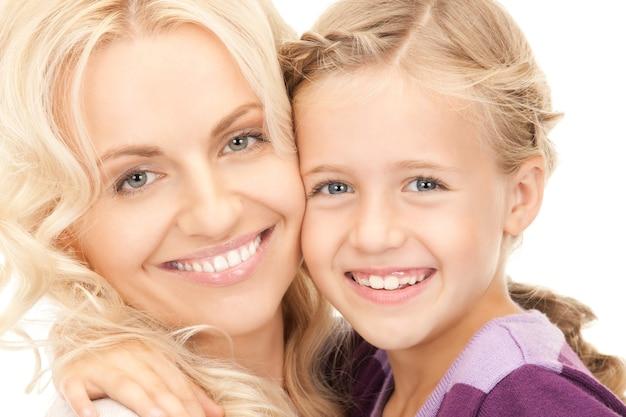 Яркая картина счастливой матери и ребенка