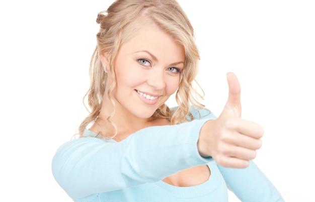 엄지 손가락으로 사랑스러운 여자의 밝은 그림