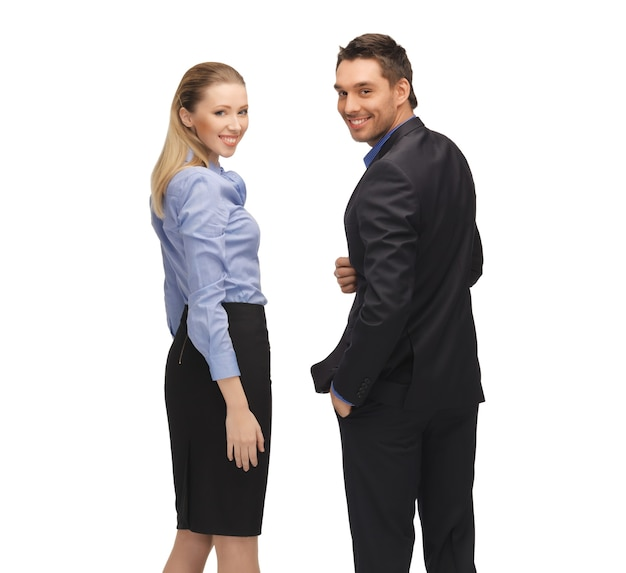 Яркое изображение мужчины и женщины в строгой одежде.