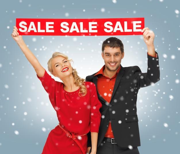 판매 표시가 있는 남자와 여자의 밝은 그림