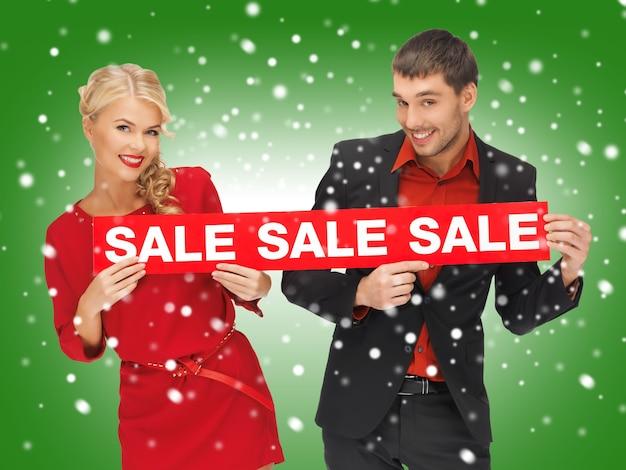 Яркое изображение мужчины и женщины со знаком продажи
