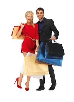 Яркое изображение мужчины и женщины с сумками для покупок