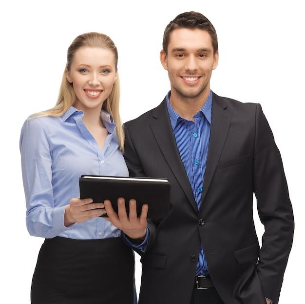 Яркое изображение мужчины и женщины с планшетным пк