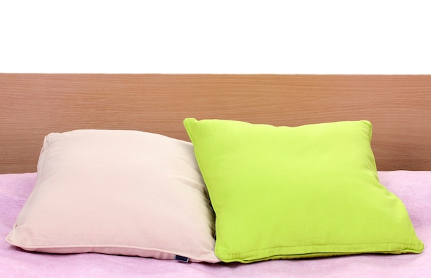 침대에 밝은 베개