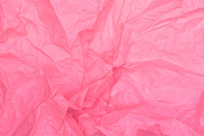 Ярко-розовая текстура мятой бумаги, розовый фон, обои
