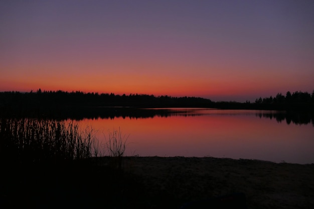 美しいブルーリバーの鮮やかな色の夕日