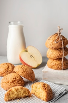 British cookies with milk and apple