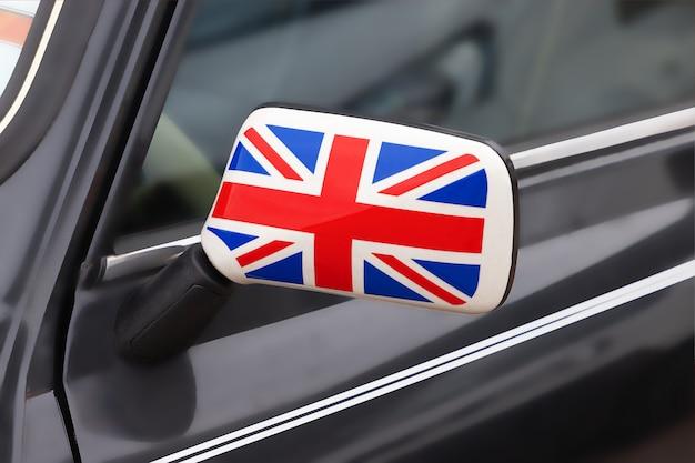 영국 애국심 개념. 그것은 극단적인 근접 촬영에 영국 국기와 빈티지 자동차의 사이드 미러