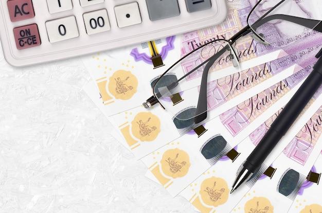 Вентилятор банкнот британских фунтов и калькулятор с очками и ручкой