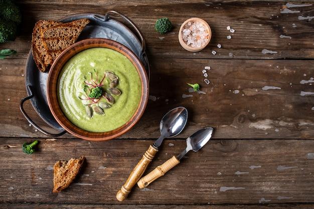 Крем-суп с брокколи, веганское, вегетарианское питание, веганский суп-пюре из зеленых овощей