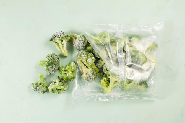 透明なバッグに入ったブロッコリー