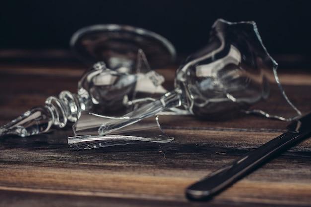 Разбитые стекла, осколки стекла