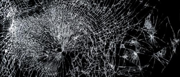 壊れた電話画面、黒い背景に大きなひびの入ったガラス