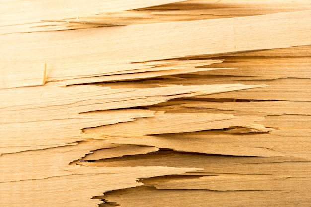 깨진 나무 판자