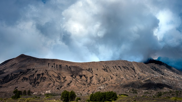 Vulcano bromo (gunung bromo) nel parco nazionale bromo tengger semeru, east java, indonesia