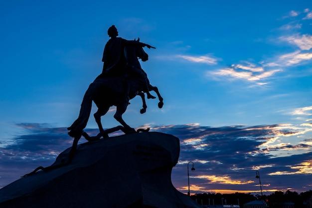 Памятник медному всаднику